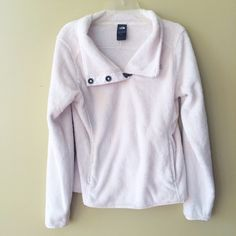 ❤️❤️ WHITE FURRY PULLOVER Excellent condition, nothing wrong with it. Soft on inside and outside **bundles save 10%** no holds/no trades/no modeling/no asking for lowest North Face Jackets & Coats