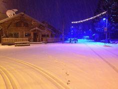 No nos olvidamos de los Alpes. La estación de Deux Alpes nos deja este paisaje nocturno nevado. Qué agradable el volver de un día de esquí y entrar en el hotel donde se está calentito calentito ¿nos os parece :D? #esquiadas  #esquiades  #esqui  #temporadaesqui2014 #esqui2014  #nevadas2014  #nevadas  #ofertasesqui  #esquiadasofertas  #hotelforfait #lesdeuxalpes #dosalpes #2alpes #deuxalpesforfait #ofertasdosalpes #ofertas2aples