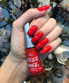 """SPAZIO - ESTÉTICA E SAÚDE on Instagram: """"Apaixonada por esse vermelho! 😍  #unhasecores #unhasdecoradas #unhasevideos #unhas #bloguinhodeunhas #viciadaemvidrinhos #unhaslindas…"""" Joy Nails, Beauty Nails, Cute Pink Nails, Pretty Nails, Matte Nails, Acrylic Nails, Nail Paint Shades, Cute Nail Polish, Dream Nails"""