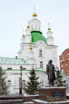 Города России: Красноярск / Памятник Сурикову перед Покровским собором
