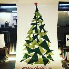 2016/11/01 20:02:26 rolly1129 ちょっと早いかなぁ〜 まあいいっか 今年はちょっとかわったツリー も、まあいいっか #クリスマス #クリスマスツリー #クリスマスイルミネーション #クリスマスバージョン #クリスマスツリー #クリスマスイブ #西宮#甲東園 #美容院 #美容室 #美容 #美容師 #美容院ディスプレイ#ディスプレイ  #美容