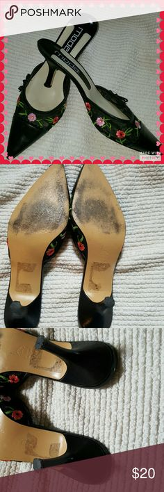 Gorgeous Mida Spana floral Mules 10 excellent condition showing only we're on the soles Simply Stunning with 3 in heel. I do not have the box Moda Spana Shoes Mules & Clogs