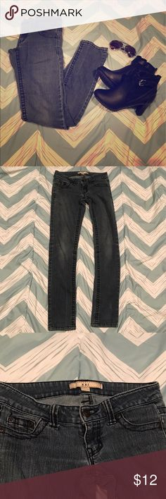Womens size 24 skinny jeans dark wash by XXI Women's XXI skinny jeans size 24. They are a dark wash, low-rise and are in excellent condition! Great to pair with boots! Forever 21 Jeans Skinny