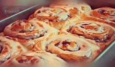 Τα ρολάκια κανέλας είναι γλυκό που συναντάμε κυρίως στις χώρες της βόρειας Ευρώπης αλλά και της βόρειας Αμερικής. Είναι ιδανικά για πρωινό αλλά και συνοδεία με τον Greek Pastries, Greek Recipes, Creative Food, Cinnamon Rolls, Cooking Time, Cupcake Cakes, Cup Cakes, Sweet Tooth, Bakery