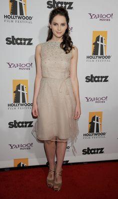 Pin for Later: Felicity Jones hat ein ganz einfaches Erfolgrezept Bei den Hollywood Film Awards im Oktober 2011 In Valentino.