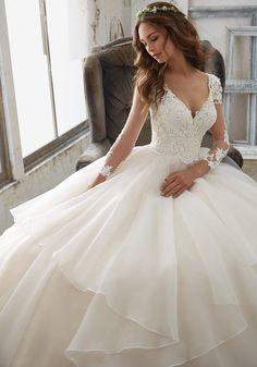 (IV3191) This Ballgown Wedding Dress has Delicately Beaded Alencon Lace  AppliquŽés e247b4854a35
