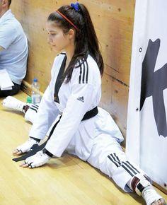 Taekwondo Girl, Karate Girl, Female Martial Artists, Martial Arts Women, Everyday Eye Makeup, Judo, Workout, Stylus, Jogging