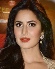 Gorgeous Katrina 😘 Indian Bollywood, Bollywood Stars, Bollywood Fashion, Katrina Kaif Images, Katrina Kaif Photo, Most Beautiful Indian Actress, Beautiful Actresses, Bollywood Celebrities, Bollywood Actress