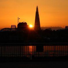 #theshard#thisislondon#shutup_london#sun#sunchaser#sunset#sunset_vision#match_silhouette#london4all#london_only#londonpop#loves_london#rsa_streetview#moodygrams#wepioneer#artisanofimagery#agameoftones#thelondonlifeinc#london#london_masters#ig_uk#ukpotd#igpowerclub#igworldclub#ig_photosentez#london_city_photo#expogallery_sunset#hq_uk#justefe_features by franciscaoluku