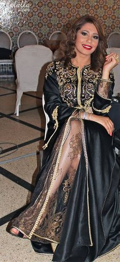 Caftan discovered by à Díšñëý Přìňčĕsş on We Heart It Morrocan Fashion, Oriental Fashion, Moroccan Style, Muslim Fashion, Hijab Fashion, Caftan Gallery, Arabic Dress, Moroccan Caftan, Caftan Dress