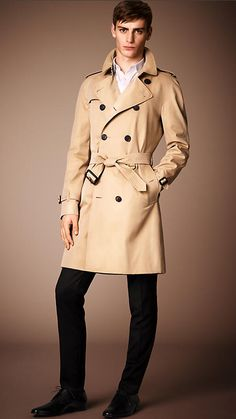 Burberry Honey The Wiltshire - Long Heritage Trench Coat - A modern fit trench coat, the Wiltshire is tailored to the body. The coat is made in England from weatherproof cotton gabardine, invented by Thomas Burberry in 1879. Discover the men's outerwear collection at Burberry.com