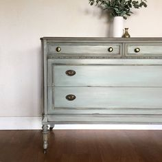 SOLD- Antique dresser chest of drawers - shabby chic old world aged patina. Casas Shabby Chic, Shabby Chic Mode, Estilo Shabby Chic, Shabby Chic Bedrooms, Shabby Chic Style, Shabby Chic Decor, Cocina Shabby Chic, Muebles Shabby Chic, Shabby Chic Kitchen