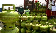 "Athar Susanto sebagai Ketua Himpunan Wiraswasta Nasional Minyak dan Gas (Hiswana Migas) Kota Depok, mengaku tidak mampu memenuhi permintaan Disperindag Kota Depok untuk menambah pasokan gas elpiji 3 kg menjadi dua kali lipat, yakni 1.425.000 tabung tiap bulan, menjadi sekitar 2,8 juta tabung. Athar mengungkapkan, saat ini yang mampu dipenuhi pihaknya adalah menambah 3000 tabung perhari atau sekitar 90.000 tabung tiap bulan. ""Kami tidak bisa memenuhi permintaan Disperindag yang ingin menambah…"