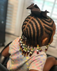 All styles of box braids to sublimate her hair afro On long box braids, everything is allowed! For fans of all kinds of buns, Afro braids in XXL bun bun work as well as the low glamorous bun Zoe Kravitz. Box Braids Hairstyles, Toddler Braided Hairstyles, Toddler Braids, Baby Girl Hairstyles, Black Girls Hairstyles, Hairstyle Ideas, Hairstyles Pictures, Hair Ideas, Short Hairstyles