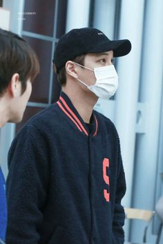 Kai - 160220 Chicago Airport, departing for New York Credit: King Cersent. (시카고공항 출국)