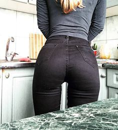 """alluring-tight-pants: """"Anastasia Goloborodko """" On Yoga Pants Girls, Girls Jeans, Pernas Sexy, Looks Pinterest, Sweet Jeans, Patched Jeans, Leather Pants, Sexy Women, Tights"""