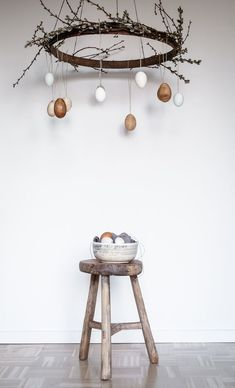 Osterdeko basteln - toller Osterkranz zum Hängen - A Matter Of Taste Easter, Kindergarten, Decorations, Blog, Atelier, Bricolage, Natural Colors, Clearance Toys, Easter Activities