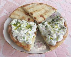 Pita Greceasca Coapta pe Tigaie poza 10 Pita, Tzatziki, Hummus, Tacos, Ethnic Recipes, Food, Homemade Hummus, Meal, Eten
