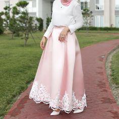 Elegant Muslim Outfits Ideas for Eid Mubarak Muslim Women Fashion, Islamic Fashion, Modest Fashion, Modest Outfits, Hijab Fashion, Fashion Dresses, Hijab Evening Dress, Hijab Dress Party, Hijab Style Dress
