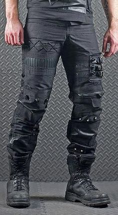 Dystopia Post-Apocalyptic Mecha Nomad Futuristic for cosplay ideas. That is AWESOME lol I wouldn't wear them but awesome! Tactical Pants, Tactical Clothing, Mode Swag, Apocalypse Fashion, Zombie Apocalypse, Gothic Mode, Post Apocalyptic Fashion, Post Apocalyptic Clothing, Costume Design