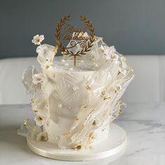 Cake Decorating Piping, Birthday Cake Decorating, Decorating Cakes, White Birthday Cakes, Beautiful Birthday Cakes, Elegant Cake Design, Elegant Cakes, Paper Cake, Cake Art