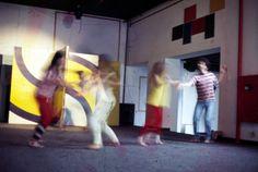 Manga Rosa - Percurso visual sensitivo - Espaço Carbono 14 - São Paulo, 1982. (Intervenção do pessoal do coro).