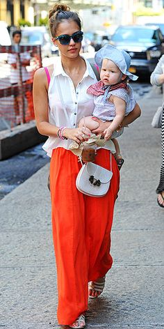 JESSICA ALBA Well, maxis are officially trying to conquer the fashion world – and we surrender to them. Jessica pairs hers, a bright orange one from LOFT, with a collared button-down tank, a white cross-body, Chibi Jewels bracelets and funky blue sunnies.