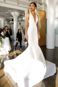 Beautiful Marchesa gown for a timeless black tie wedding look. Most Beautiful Wedding Dresses, Dresses Elegant, Pretty Dresses, Elegant Gown, Marchesa Bridal, Marchesa Spring, Marchesa 2017, Marchesa Wedding Dress, Gown Wedding