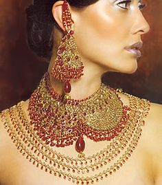 Gold Jewelry with Model Photos in India Pakistani Bridal Jewelry, Indian Wedding Jewelry, Indian Bridal, Indian Jewelry, Bollywood Jewelry, Bridal Jewelry Sets, Jewelry Party, Bridal Jewellery, Selling Jewelry