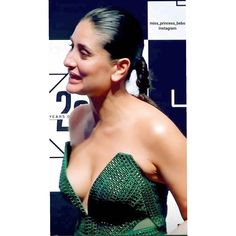 Kareena Kapoor look stunning in a very stylish outfit at the Lakme Fashion Week 2020 finale. She played showstopper for designer Amit Aggarwal Bollywood Actress Hot Photos, Indian Actress Hot Pics, Indian Bollywood Actress, Bollywood Girls, Bollywood Bikini, Kareena Kapoor Saree, Kareena Kapoor Photos, Beautiful Girl Indian, Beautiful Indian Actress