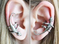 Shop put  favorites, we often have discounts and promotions! Pls, keep an eye on the store - https://www.etsy.com/ru/shop/EarringsEarcuffs      I make a gift with every order :)       ear cuff in the form of a lizard, mounted without a puncture on the right or left ear. 1 piese  Kaffa themselves rather extravagant decoration, and even more so that in the form of a lizard crawling along the edge of the ear is very original, fresh and even daring. But the technique of a traditional silver…