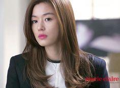 I love her hair cut! Long with layers. Korean Haircut Long, Korean Hairstyle Long, Korean Short Hair, Jun Ji Hyun Hair, Trendy Hairstyles, Wedding Hairstyles, Kpop Hair Color, Hair Color Balayage, About Hair
