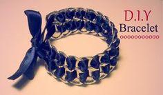 Vous voulez créer vous même un bracelet, on vous propose dans cette vidéo l'astuce pour la création de bracelet avec capsules de canettes et ruban.