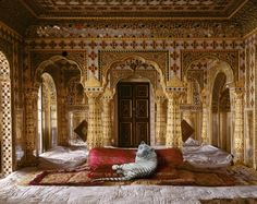 Karen Knorr 'India Song' series. (2008-2012). The Peacemaker, Jaipur Palace. The photographic series considers men's space (mardana) and women's space (zanana) in Mughal and Rajput palace architecture, havelis and mausoleums through large format digital photography.