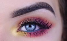 MERNUR hopes these 48 Best Stunning and Extraordinary Hottest Colourful Eye Makeup and Eye Shadow for Prom and Party that can help you out. We hope you like this collection. Eye Makeup Art, Colorful Eye Makeup, Simple Eye Makeup, Blue Eye Makeup, Colorful Eyeshadow, Eyeshadow Makeup, Smokey Eye Makeup Tutorial, Eye Tutorial, Makeup Tutorials Youtube