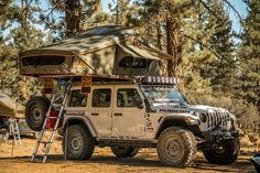 The ROAM Vagabond XL is a durable foldout rooftop tent that sleeps 4 people on top of a high-density foam mattress. This all-weather tent can be easily installed on a variety of standard roof racks and takes minutes to pitch. Jeep Wrangler Camping, Jeep Camping, Jeep Wrangler Rubicon, Jeep Jk, Jeep Wrangler Unlimited, Auto Jeep, Car Top Tent, Top Tents, Roof Top Tent
