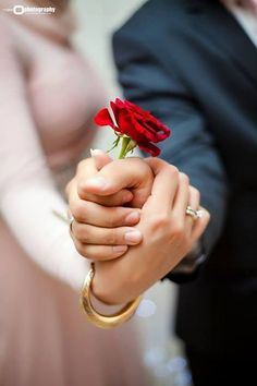 Cute wedding photo idea: hold hands while placing a single red rose between the… Wedding Photography Poses, Wedding Poses, Wedding Shoot, Wedding Couples, Wedding Day, Muslim Couple Photography, Wedding Rings, Single Red Rose, Couple Hands