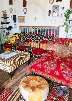 Theres so much to love about a bohemian home Its laid back unconventional cozy fun and inviting Bohemians have an adventurous spirit and it definitely shows in their sens. Bohemian Style Bedrooms, Bohemian Interior, Bohemian Living, Bohemian Decor, Modern Bohemian, Living Colors, Interiores Design, Decoration, Bunt