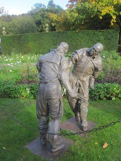 thinking art side the blog: 'Beyond Limits' sculpture exhibition in the Chatsworth gardens juan munoz