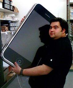 WSJ: iPhone 6 mit 6 Zoll Display - http://apfeleimer.de/2013/09/wsj-iphone-6-mit-6-zoll-display - Bereit für iPhone 6 Gerüchte mit riesigem 6 Zoll Display? Das iPhone 5S und iPhone 5C ist noch nicht vorgestellt (wir erinnern uns: die Apple Keynote ist erst am 10.09.2013) und schon gehen die Gerüchte zum übernächsten iPhone Modell los. Das iPhone 6 könnte bereits mit einem 6 Zoll Display ausge...