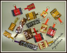 Recycled Crafts, Recycled Materials, Diy And Crafts, Crafts For Kids, Arts And Crafts, Easy Sewing Projects, Sewing Crafts, Candy Wrappers, Key Fobs