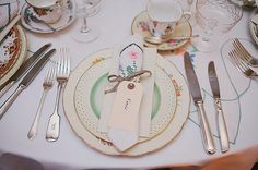 Pretty vintage crockery by Classic Crockery Hire. Photography by www.mckinley-rodgers.com/index2.php#!/HOME