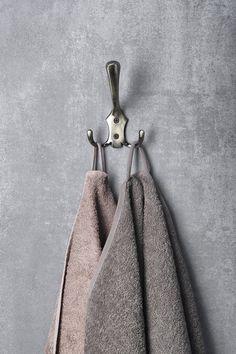 Háček velký, bronz : SAPHO E-shop Bathroom Accessories, Bathroom Hooks, Bronze, Retro, Shop, Bathroom Fixtures, Retro Illustration, Store