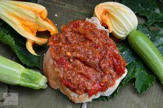 Zacusca de dovlecei - CAIETUL CU RETETE Saveur, Baby Food Recipes, Beef, Food, Canning, Romania, Recipes For Baby Food, Meat, Steak