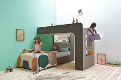I got an email the other day from  Thomas Durner  who created the fabulous and creative ' upndown ' bed above for his kids.   My two ...