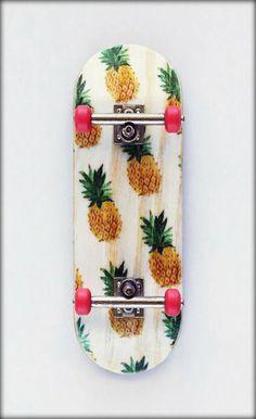 Pineapple on skateboard! I'd kill myself if I tried to skate now. Cool Stuff, Hipsters, Skates, Look Skater, Skater Boys, Skate Surf, Art And Illustration, Longboarding, Snowboards