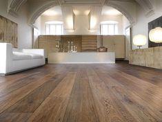 Parquet Rovere: spazzolato prefinito anticato, maxiplancia linea Natura. Colore noce anticato, smoked. Pavimento in legno a prezzo di fabbrica.