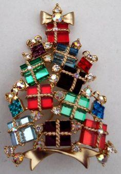 Avon 2007 Christmas tree pin