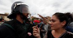 Confrontos ocorridos com grupos que querem votar no plebiscito separatista da Catalunha, na Espanha, já deixaram pelo menos 460 feridos neste domingo (1º),...
