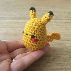 2000 Free Amigurumi Patterns: Small Pikachu crochet pattern